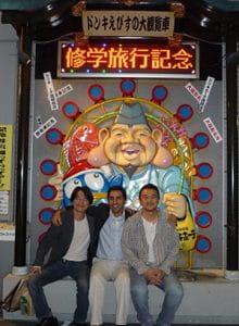 2012年 福岡で行われた日本胸部外科学会に参加した際に、大阪に立ち寄った時の写真。左から私、Akhyari教授、宗像先生
